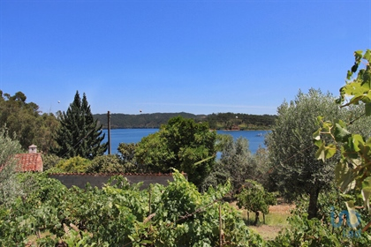 Property with about 190 m2 and annex in stone with about 40 m2 about 10 meters from the wa