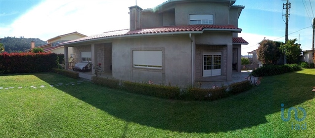 House with basement, ground floor and 1st floor inserted in a quiet residential area. 5 be
