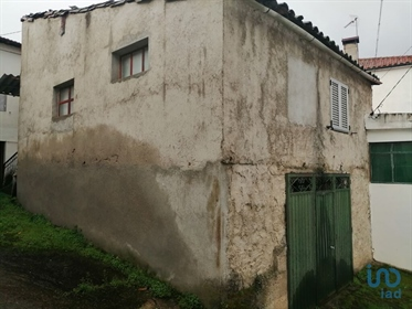 Located 9 km from the town of Mogadouro, in the village of Sampaio house with 80 m2 on 2 l