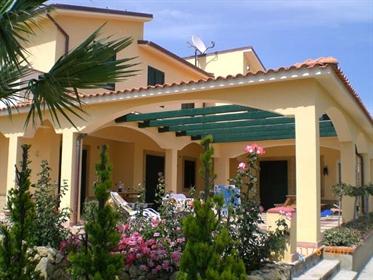 Vivenda: 405 m²