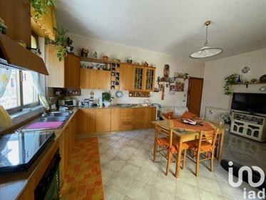 Vendita Appartamento 200 m² - 4 camere - Gela