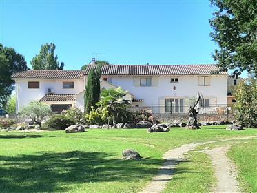 """""""L'occitane """" propriété avec gîte et studio indépendant"""