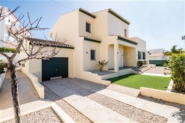 Villa de 4 chambres avec piscine située dans un quartier calme