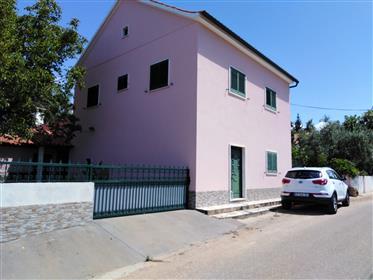 T5/6 - Casa De Campo com Jardim, logradouro e terra de cultura arvense e OliveirasBonita Casa de Cam
