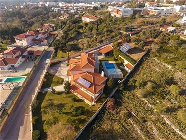 Fantástica Moradia Seminova - Centro de Fátima -  Vista privilegiada para o Santuário