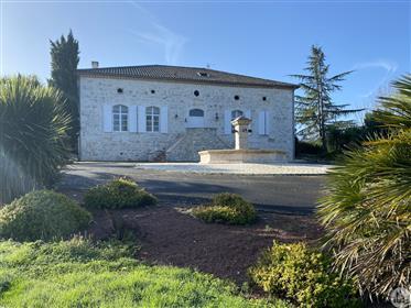 Maison en pierre de 480m2 de 1783 restaurée