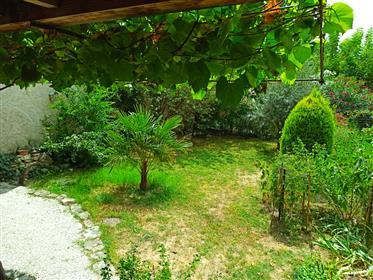 Grande maison de maître avec jardin