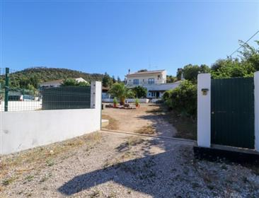 Detached 3 bedroom villa with 6900m2 land, located in the Campilhos area in São Bartolomeu de Messin