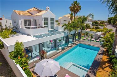Villa individuelle de 4 chambres avec vue sur la mer à 400 m...