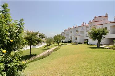 T2 em Albufeira, Algarve com Piscina, Garagem, Terraço e Vista Mar