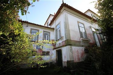 Casa Apalaçada em Cucujães