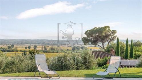 Villa singola di 290 m2 a Cortona