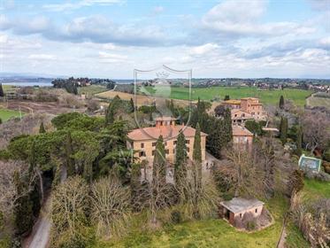 Villa singola di 446 m2 a Castiglione del Lago
