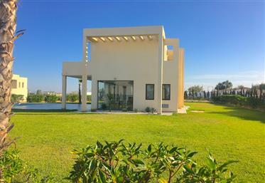 Vente villa contemporaine, 360m2, piscine, résidence fermé,