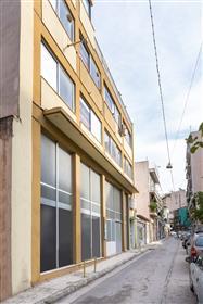 Immeuble de 5 étages à Kolonos