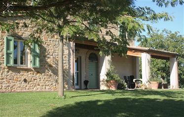 Casale in pietra con piscina Auditore