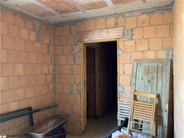 Casa colonica ristrutturata al grezzo