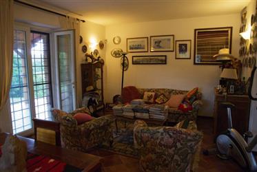 Recentemente ristrutturata, casa in pietra a Cantiano