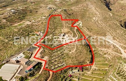 Terreno: 27.000 m²