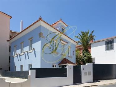 Moradia T5 emblemática a 2 minutos do mar, Estoril