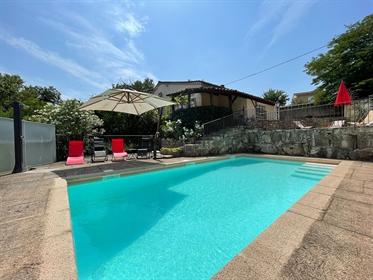 Superbe villa de 226 m² avec 5 chambres et piscine