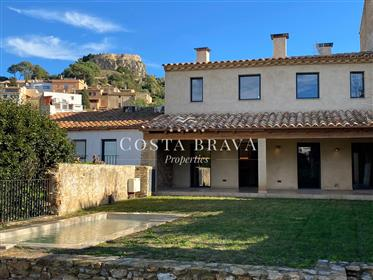 Charming town house in Begur for sale with private pool