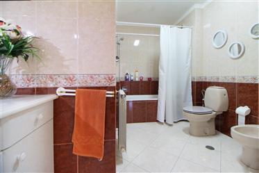 Διαμέρισμα : 140 τ.μ.