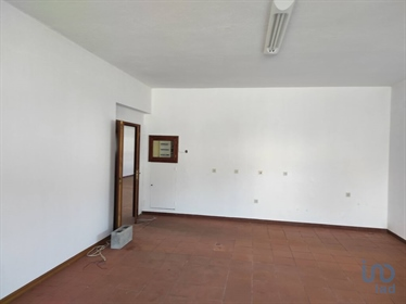 Commercial space on the ground floor. With a useful area of 213 M2 and 3100M2 of land Wi