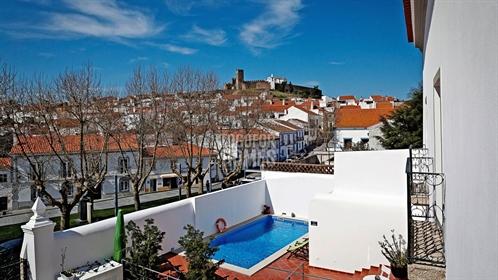 Maison d'hôtes réussie de 11 chambres avec piscine dans le quartier historique d'Arraiolos, Alentejo