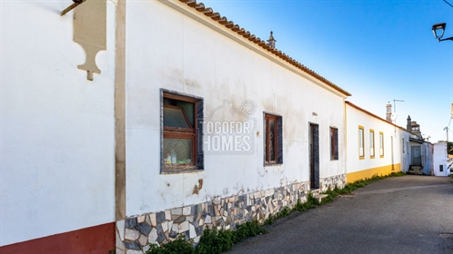 2 Bedroom House in rural village, great renovation potential, near Silves