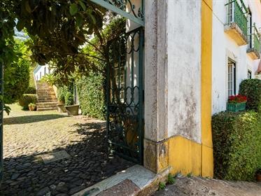 Quinta Construída em 1677, Séc Xvii, a 'Quinta de Santa Maria do Covão', estende-se pelas férteis te