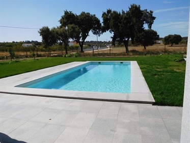 'Quinta' situated 7 km from the historic centre of Évora, wi...