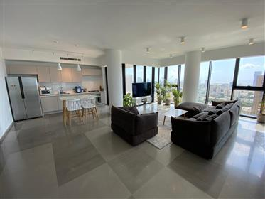 Exquisite tower apartment with stunning sea & city views