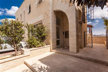 The Jerusalem Palace – For Sale – 4,739,000 Usd