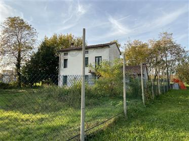 Land: 400 m²: 2,500 m²