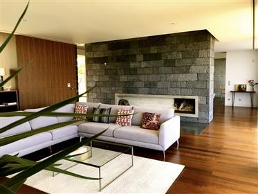 Contemporary villa in Lagoa - Sale Pending