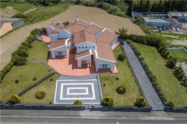 Vivenda de luxo: 734 m²
