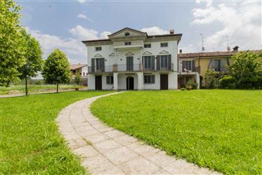 Vivenda: 519 m²