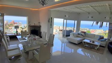 Villa moderna con vistas al mar