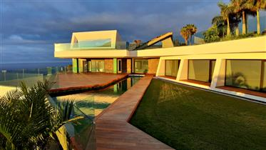 """Luxurious """"smart"""" mansion overlooking the sea and Teide"""