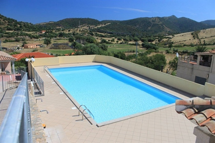 Sardegna San Teodoro - Villetta composta da 2 appartamenti in residence con piscina. 4 camere, 2 bag