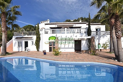 Large modern villa within a short easy drive to Frigiliana and views to the Mediterranean.