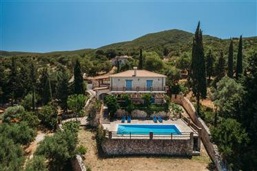 Toscany style villa with 4 bedrooms.