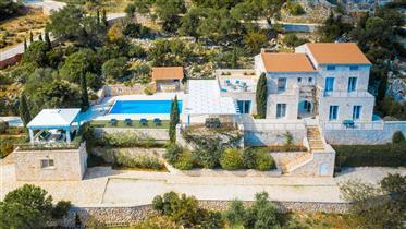 Exklusiv egendom: 296 m²