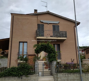 Serre di Rapolano vendesi appartamento di 79 mq
