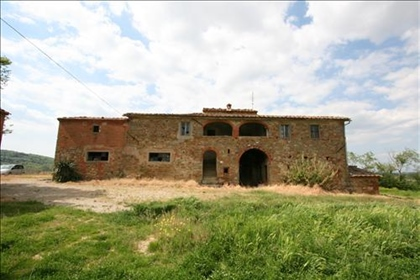 Vendesi casale in pietra e mattoni da ristrutturare