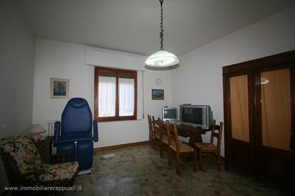 Bettolle vendesi casa singola disposta su due livelli di m