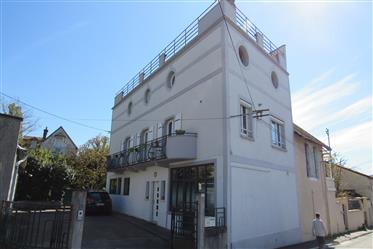 5 bed 1930s house with garden and parking