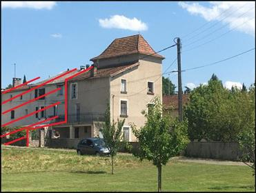 Stone property dating to 17th century with large plot on edge of Cahors for updating