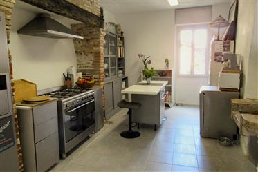 4 bed house, studio, courtyard, parking